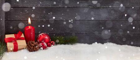 Fondo di panorama di Natale per la carta di arrivo con neve e decorazione Archivio Fotografico - 90311867