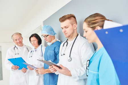 Team of doctors in apprenticeship at clinic
