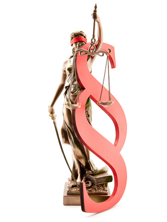 Red paragraph and blind Justitia as justice symbol Stockfoto - 102243227
