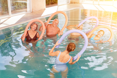Group seniors at aquagym at the hotel pool during a wellness holiday Archivio Fotografico