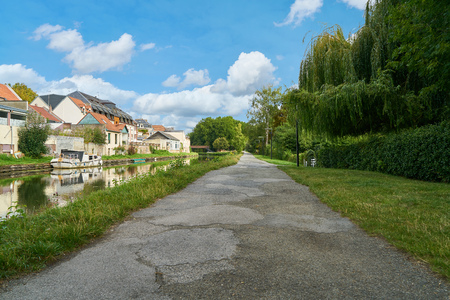 Empty path beside a canal in summer in Amiens, France 免版税图像