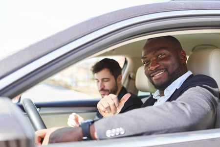 Self-confident business man as a motorist with colleague on business trip Banque d'images - 120905450