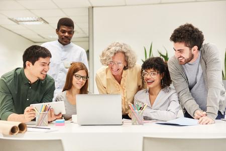 Business Start-Up Developer Team in a Meeting at Laptop Computer has an idea Banque d'images - 121134636