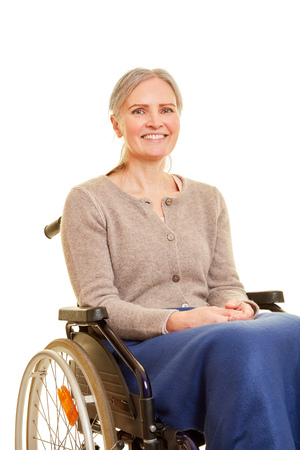 Elderly woman is smiling in wheelchair Banque d'images