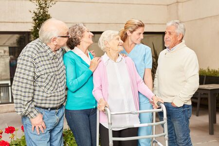 Senior group and nurse talking in retirement home or rehab clinic 免版税图像