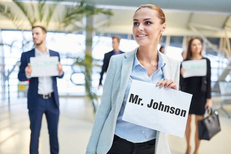 Reception of travelers at the airport with sign by group Imagens