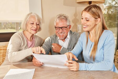 Daughter as a consultant helps senior couple planning their retirement Standard-Bild