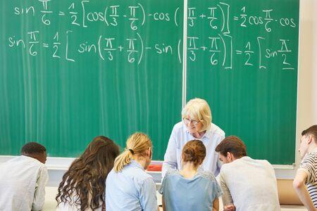 Teamwork in math workshop in the uni