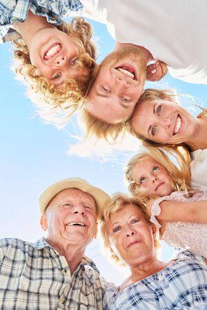 Famille élargie ou famille élargie en tant que concept pour des générations de communauté Banque d'images