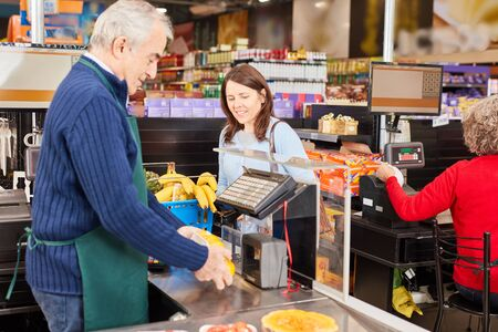 Barcode cashier Scanning the goods at the scanner cash register in the supermarket Zdjęcie Seryjne