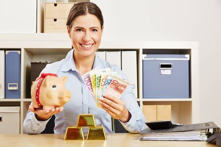 Woman offers variety in investing with gold, piggy bank and cash