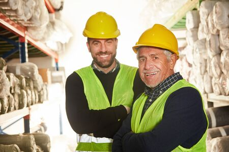 Two warehouse workers as a logistics team in the warehouse in a warehouse Banque d'images