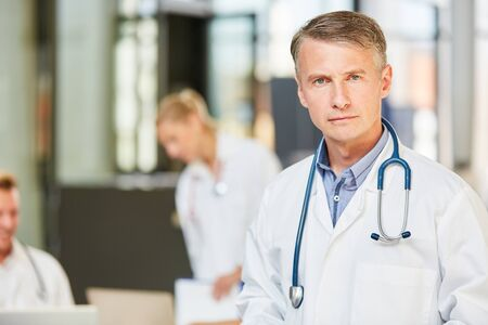 Man as senior physician with competence and responsibility in a hospital or hospital 免版税图像