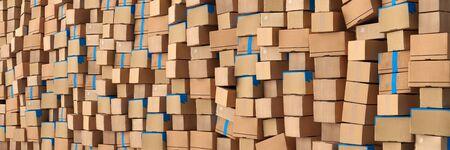 Wand aus Kartons und Paketen vom Versandhandel als Hintergrund Header Standard-Bild - 147247488