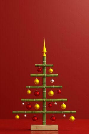 Kreativer Weihnachtsbaum aus Bambus mit Dekoration und Textfreiraum Stock Photo