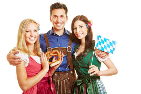 Happy women in dirndls and men in traditional costumes for the Oktoberfest in Bavaria Archivio Fotografico