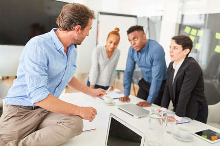 Consultant for coaching or consulting a young start-up team in a workshop