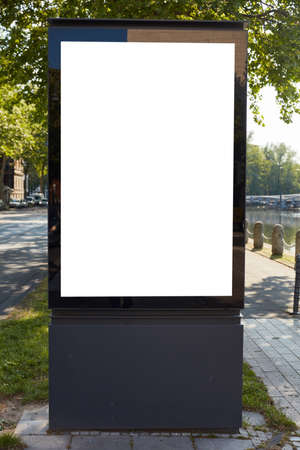 White blank city light poster mock up template in Stadt am Tag