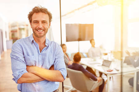 Successful entrepreneur with crossed arms from a business start-up in the office Stockfoto