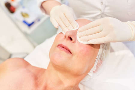 Preparation of eyelid tightening for the patient by Thermage in the beauty clinic
