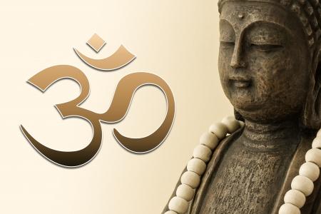 oneness: Scultura di buddha marrone con segno om Archivio Fotografico