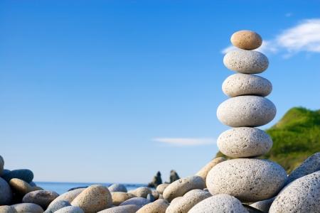Round stones for meditation laying on seacoast 版權商用圖片
