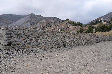 long: long wall stone