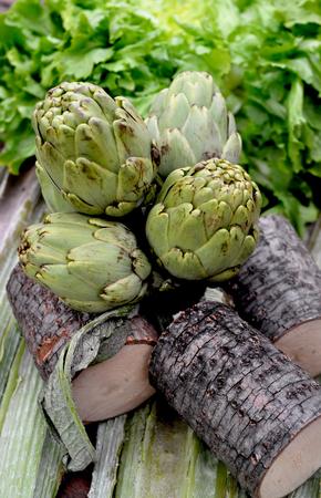 escarola: Alcachofas y madera