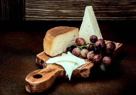 Grapes and cheese taste like kiss, still life Фото со стока - 128781832