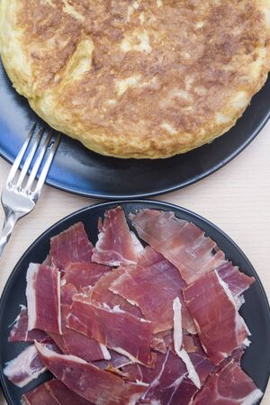 Spanish potato tortilla and dish with ham Stok Fotoğraf