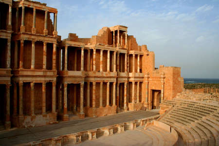 teatro antico: Teatro antico di Sabratha, Libia, nel tardo pomeriggio Archivio Fotografico