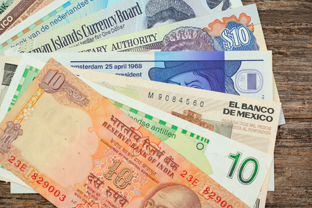 international crisis: Grouping of international paper currency
