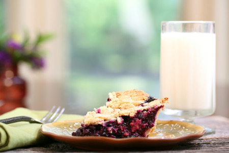 Blueberry pie on rustic wooden table with place mat Zdjęcie Seryjne
