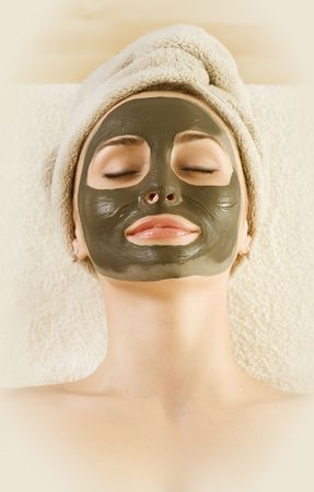 womans: Spa Mud Mask on the womans face