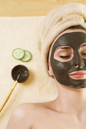 Máscara de barro de Spa en la cara de la mujer  Foto de archivo