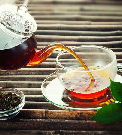 teepflanze: Gie�en Tea Lizenzfreie Bilder