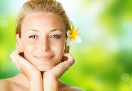 cuerpo femenino perfecto: Spa Girl sobre fondo de naturaleza