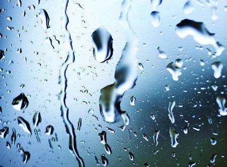 regentropfen: Nass-Fenster mit einer Regentropfen