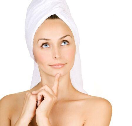 Sch�ne junge Frau mit Badetuch �ber white.Spa Lizenzfreie Bilder