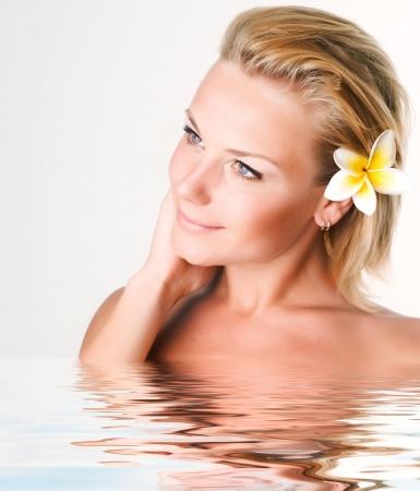 jasny: Beautiful Spa Girl twarzy. Koncepcja doskonałe jasne skóry