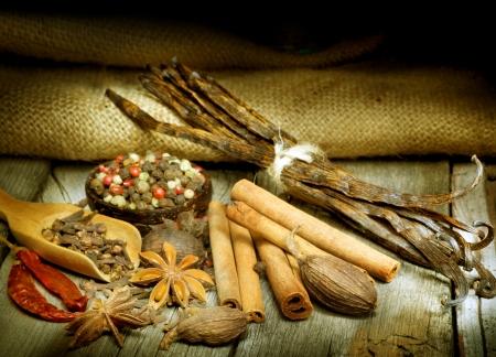 pods: Spices Border over black