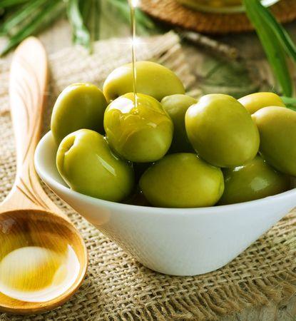 Olijven en olijf olie  Stockfoto