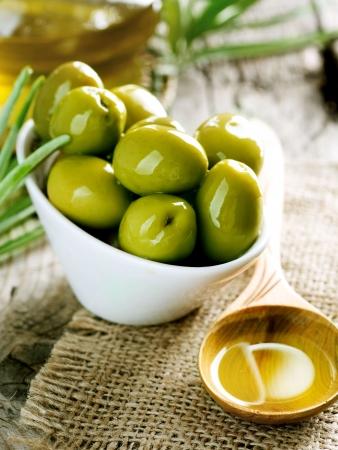 Aceitunas y aceite de oliva  Foto de archivo - 7683103