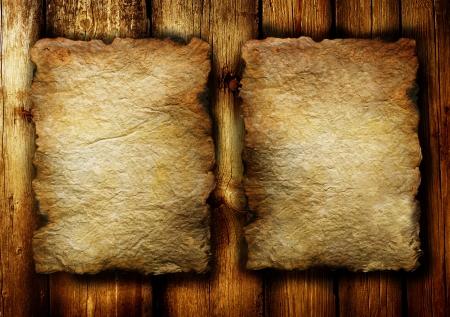 quemado: S�bana vieja de documentos sobre fondo de madera