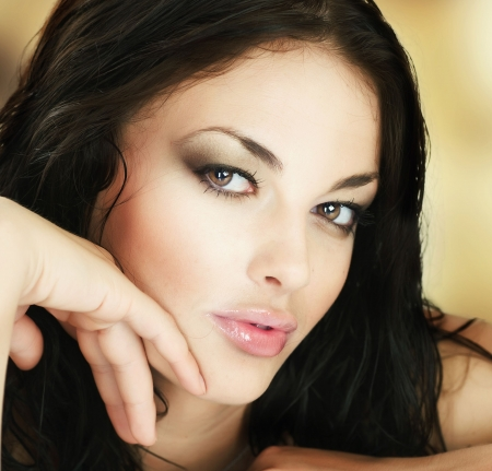 woman's: Beautiful Young Womans Face