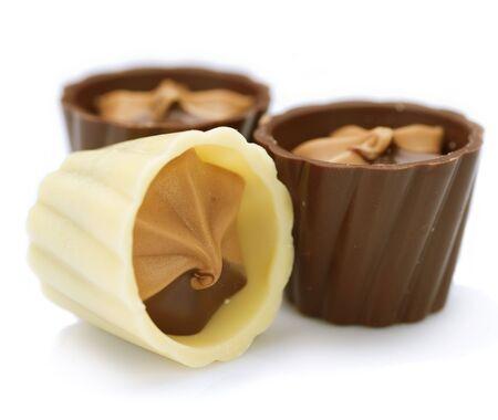 cafe bombon: Dulces de chocolate en blanco Foto de archivo