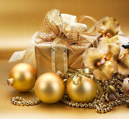golden border: Christmas gifts