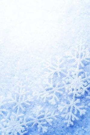 vertical: Borde de copos de nieve. Fondo de vacaciones de invierno