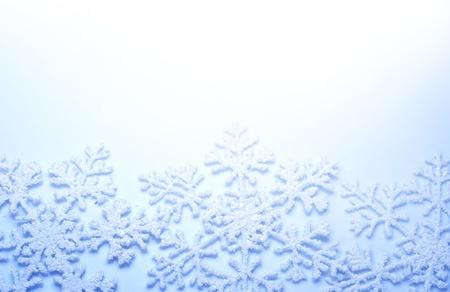 glint: Borde de copos de nieve. Fondo de vacaciones de invierno