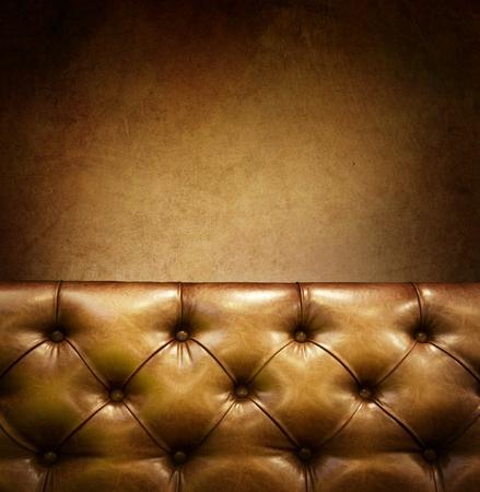 brown leather sofa: Mobili di lusso con copyspace. Vera pelle  Archivio Fotografico